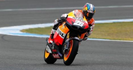 Dani Pedrosa memuncaki sesi latihan bebas ke-2 di sirkuit Jerez yang lembab.